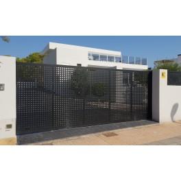 Puerta corredera 3mX2m/Alto. Fabricada con chapa perforada y bastidor de 60x40mm. Pilares 80x80mm, Incluye todo lo necesario.